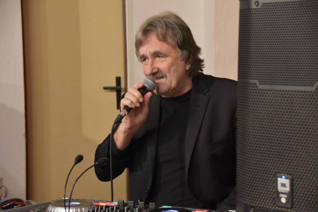 Do tańca groł Jan Młynek, kiery już isto trzicet roków fórt stejnie dobrze wyglóndo.